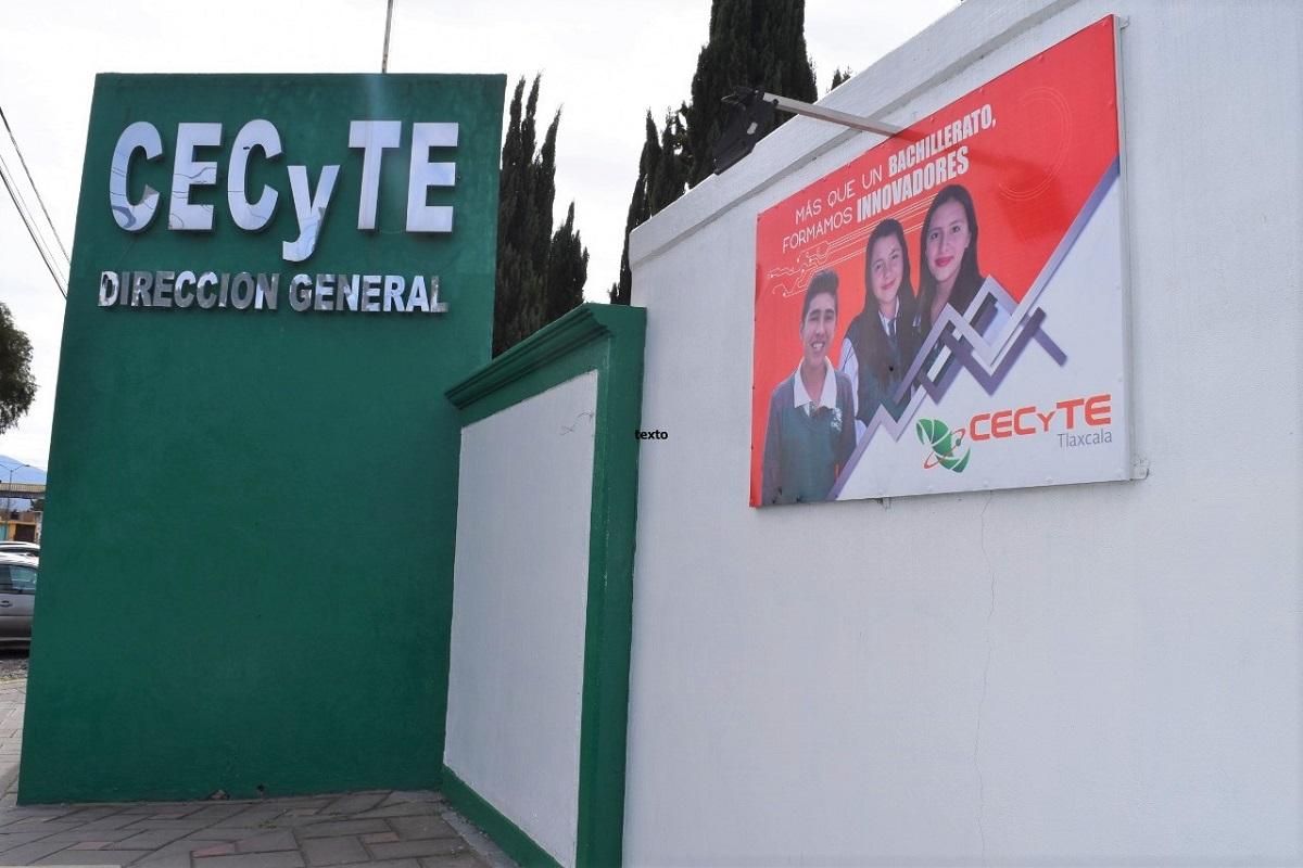 Marco Mena nombra Director del CECYTE a TeodardoMuñoz