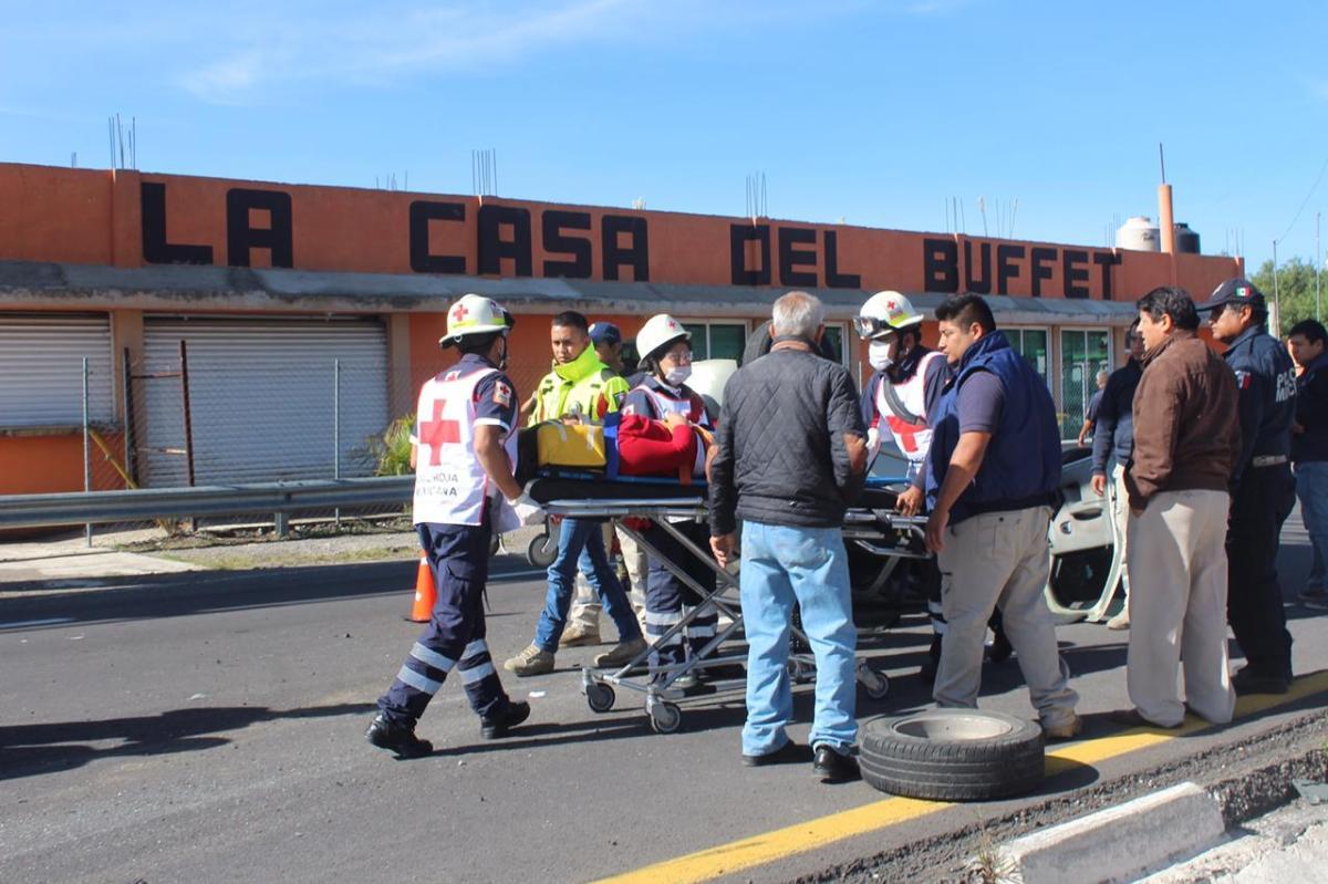 Salva la vida tras aparatosa volcadura en la Tlaxcala-Apizaco