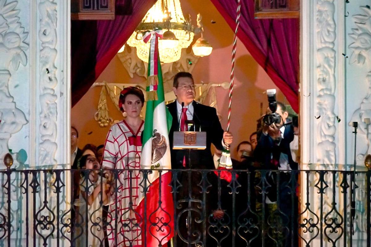Marco Mena encabeza ceremonia del Grito DeIndependencia