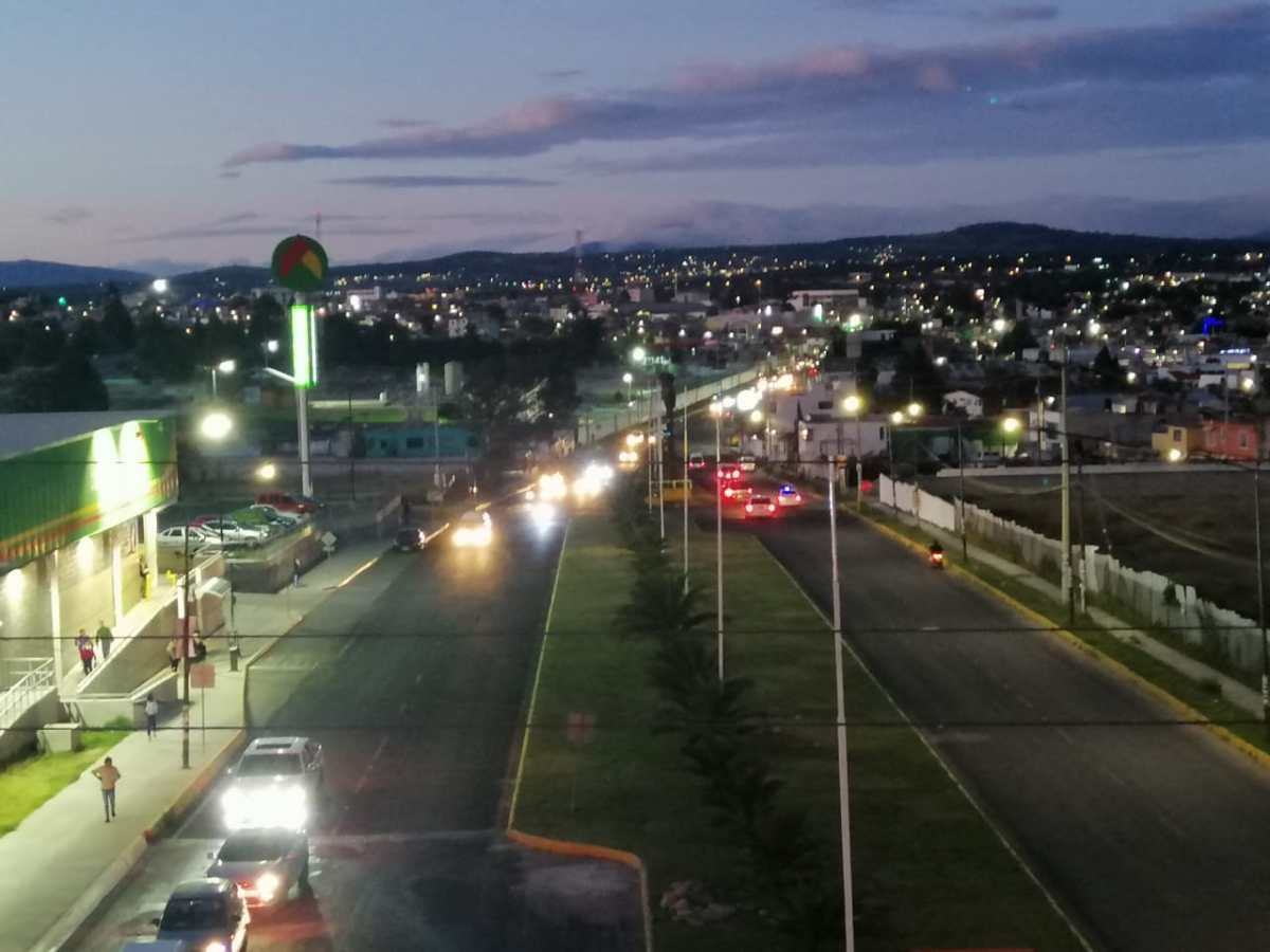 Emprende Imagen Urbana de Apizaco sustitución de luminarias de 40 a 100watts