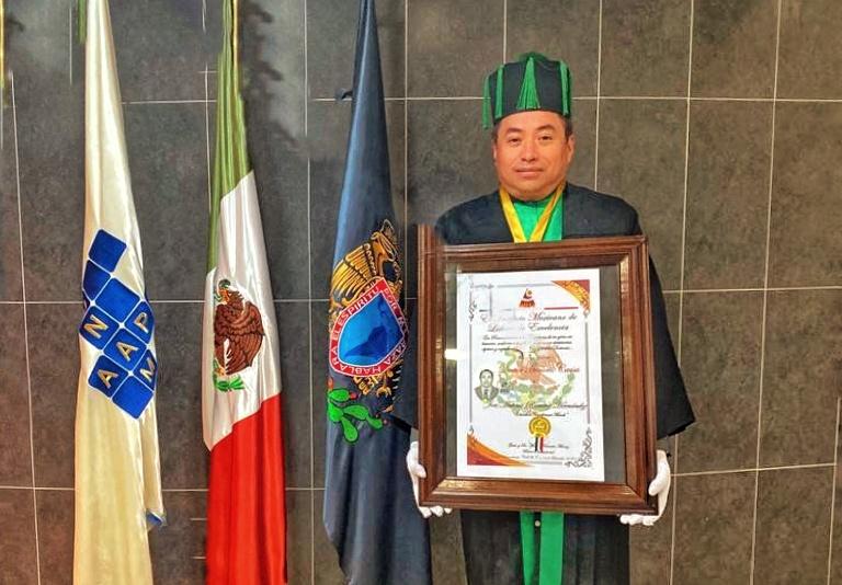 """Titular de la CEPC recibe """"HonorisCausa"""""""