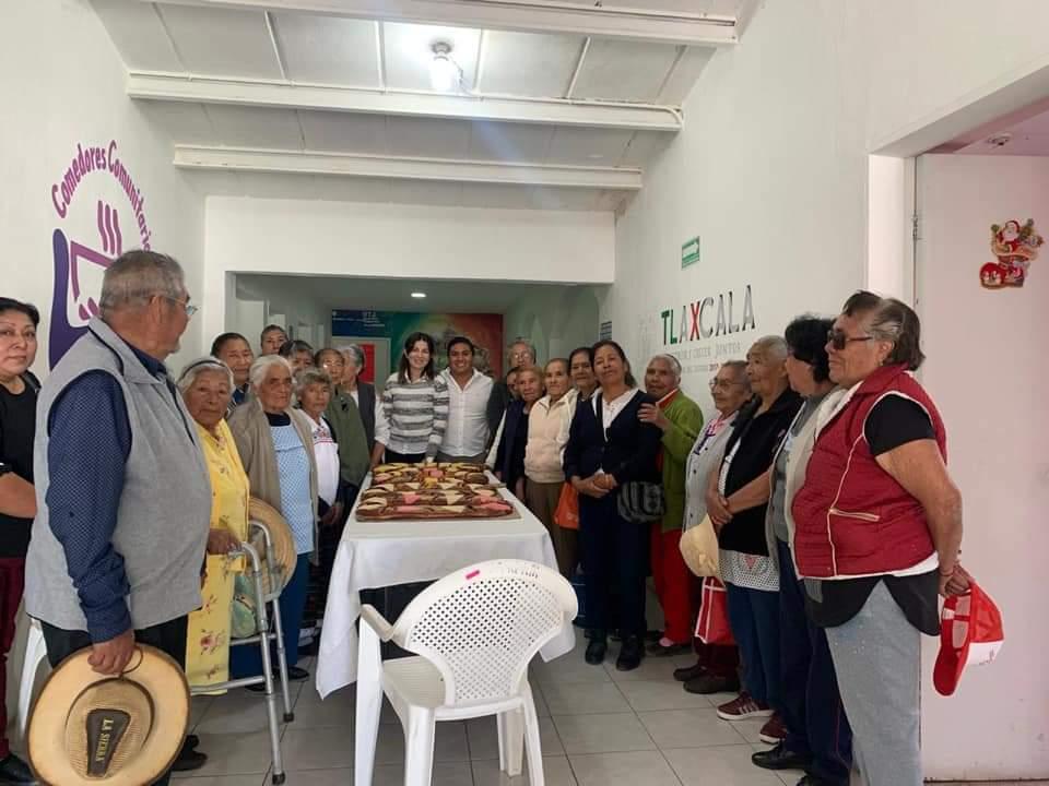 Parten Rosca de Reyes con AdultosMayores