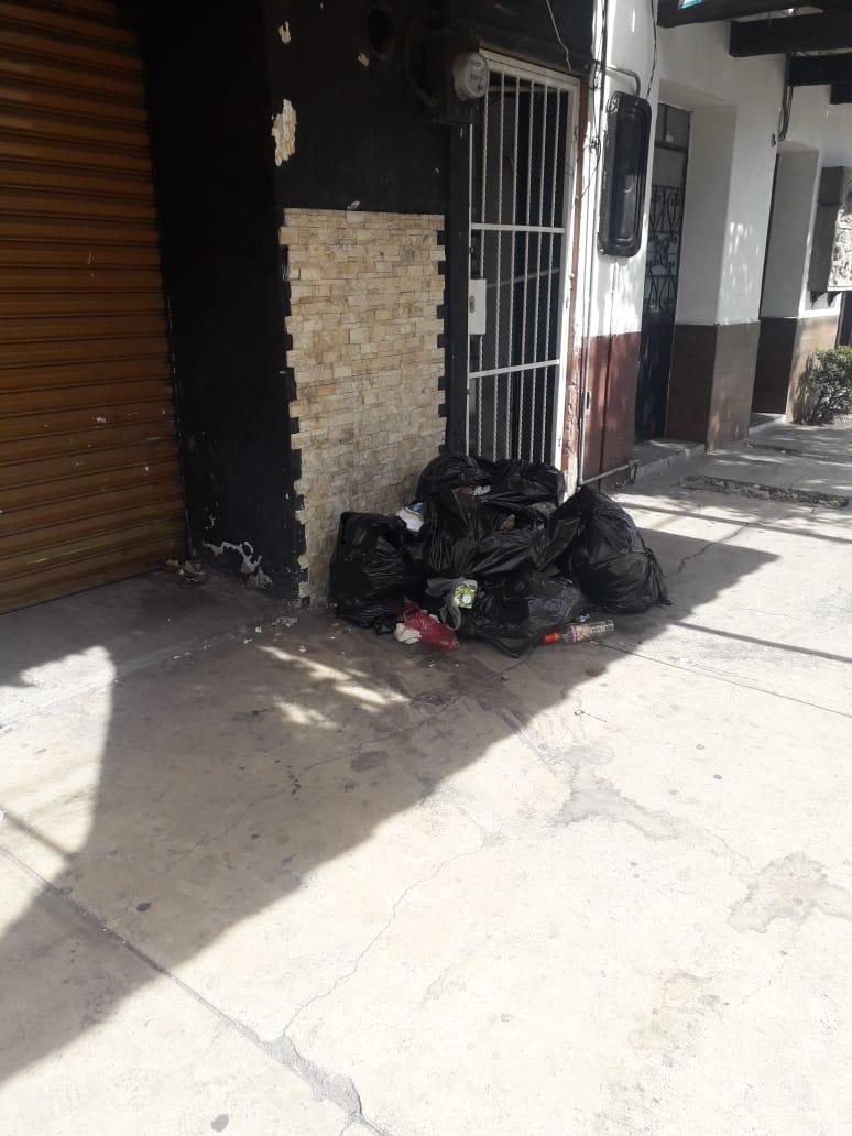 Por dejar basura en la calle suspenden Bar ''La Quinta Estación'' enApizaco