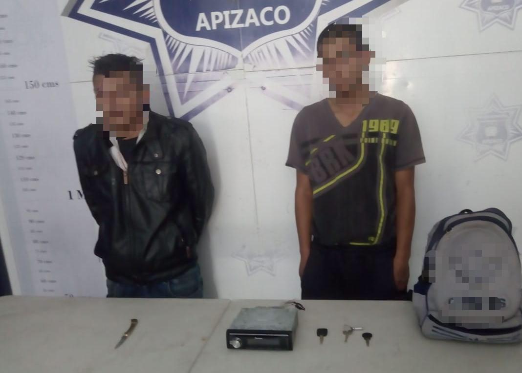 Detiene Policía de Apizaco a dos sujetos por robo deautoestéreo
