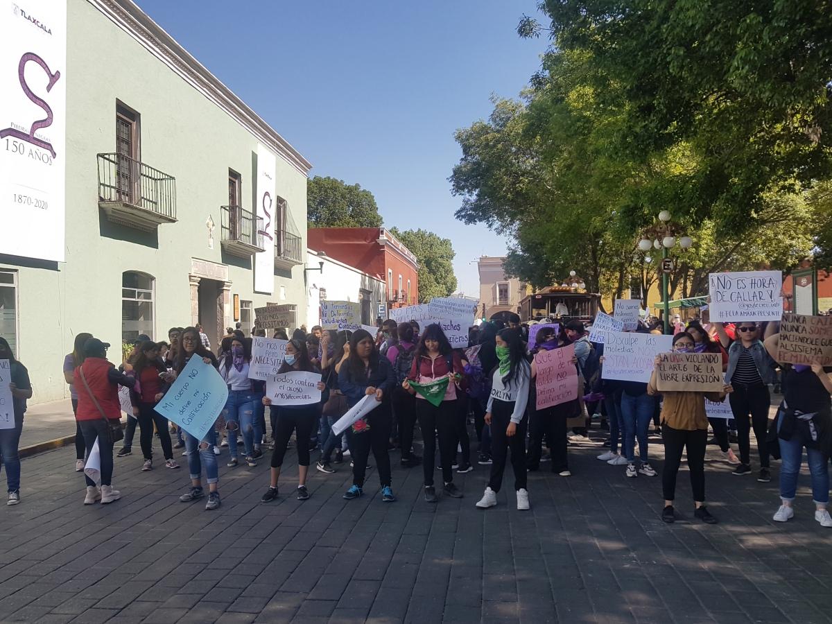 Se manifiestan en contra del acoso estudiantes de laUATx