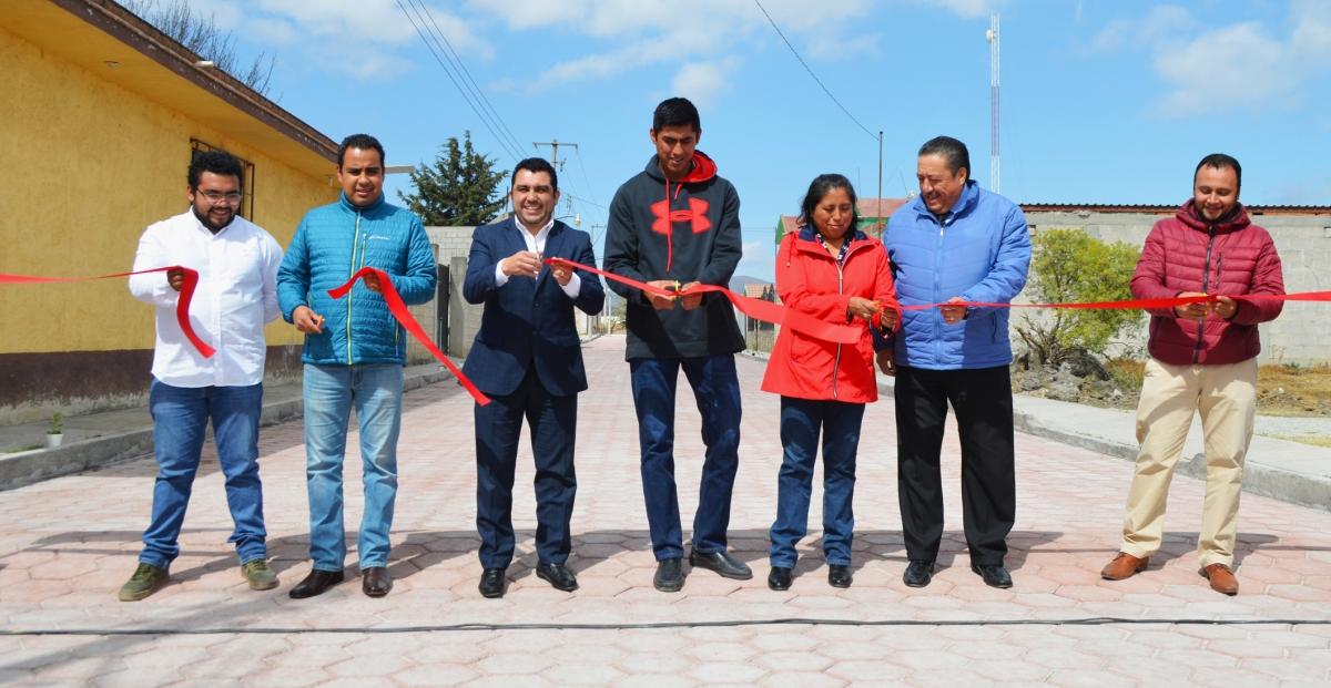 Neptalí Gutiérrez inaugura pavimentación en San MateoActipan