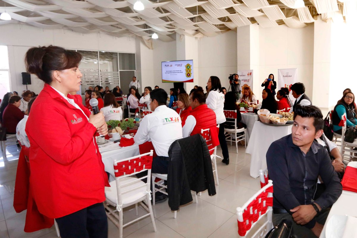 Encabeza Sandra Chávez reunión con DIF municipales para evaluar programa de apoyo a familiasvulnerables