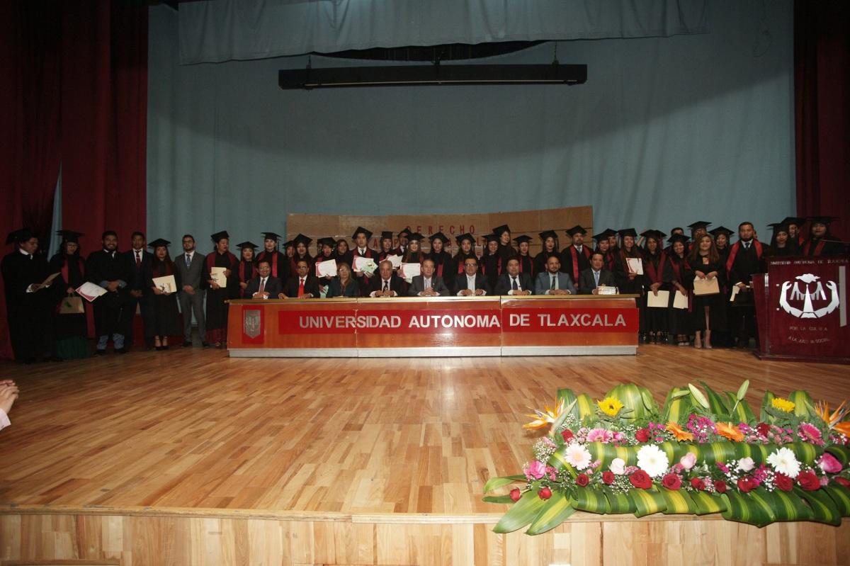 Concluyen en la UATx estudios en Derecho del CampusTeacalco