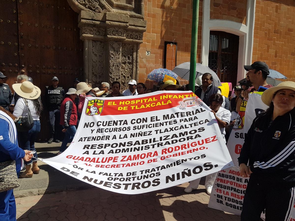 Mega marcha de los trabajadores de la secretaría desalud