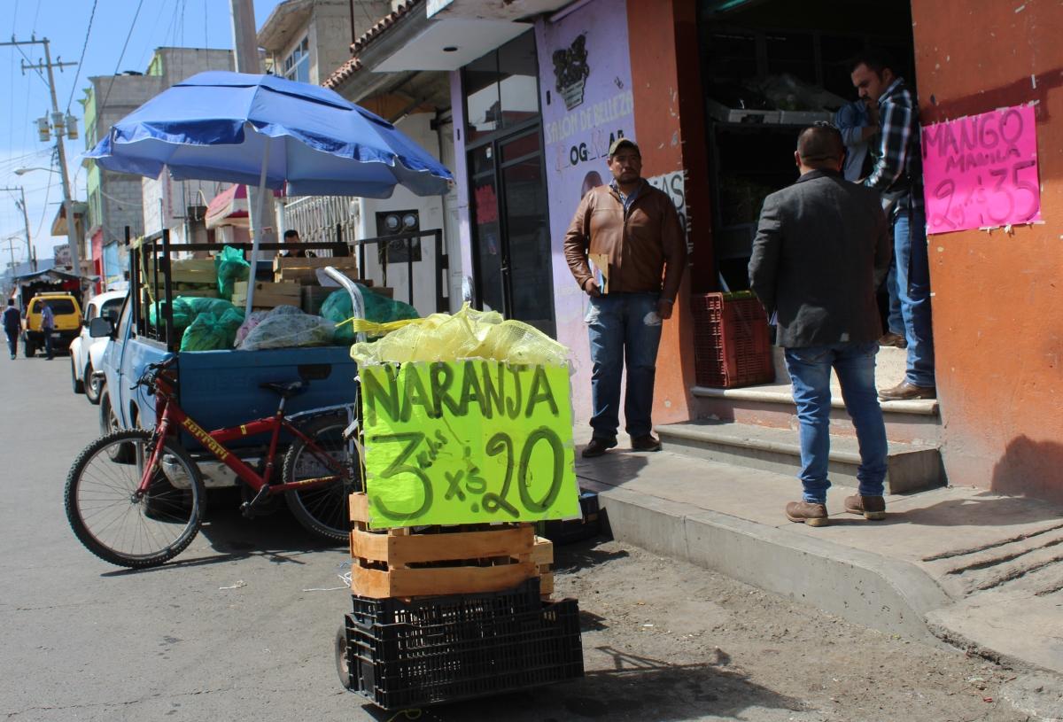 En Calpulalpan dan seguimiento a la liberación de banquetas para la libre circulaciónpeatonal