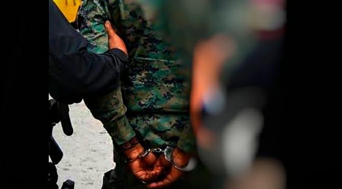 Aseguran a militar por asalto ataxista